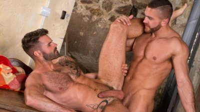 Raging Stallion, Hung Country